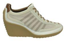Świetne sportowe buty. Ostatnia para w rizmiarze 9.5 US czyli 41EU. Dodatkowy rabat w butiku na Chmielnej. Mam - polecam.