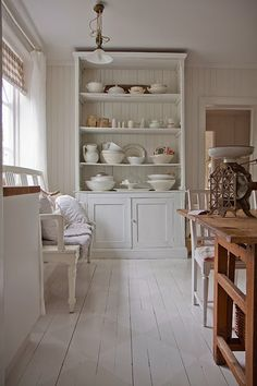 The unique floors are amazing All White Kitchen, Happy Kitchen, Kitchen Dresser, Kitchen Dining, Dining Room, Cottage Kitchens, Home Kitchens, Unique Flooring, Cottage Chic