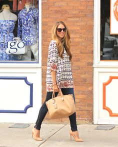 Love this outfit!! Love how she's wearing the dress as a Boho Tunic. I think I should wear more tunics. Not sure about the zipper on the jeans... #fallfashion #springstyle