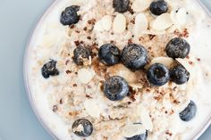 Rocco DiSpirito's Blueberry and Quinoa Porridge With Mint: Switch up your oatmeal routine with this breakfast quinoa recipe. High Protein Breakfast, Breakfast Plate, Quinoa Breakfast, Blueberry Breakfast, Breakfast Bars, Healthy Breakfast Recipes, Best Breakfast, Healthiest Breakfast, Healthy Eating