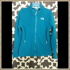 """North Face Women's Khumbu Jacket Jewel tone teal color, tka 200 fleece, perfect for fall/early winter and great under a shell. I'm around a size 10/12 with a 36dd and 5'6"""": it runs a big on me. Normal wear but still in good shape. Zero holes or stains. North Face Jackets & Coats"""