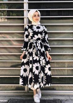 Gen tesettr lamia giyim orange buckles shoulder strap muslim girls fashion casual maxi dress source by buckles casual dress fashion fashion dresses muslim girls maxi muslim orange shoulderstrap Hijab Style Dress, Modest Fashion Hijab, Modern Hijab Fashion, Hijab Fashion Inspiration, Abaya Fashion, Muslim Fashion, Modest Outfits, Fashion Dresses, Hijab Mode