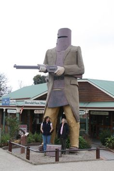Giant Ned Kelly the Bushranger at Glenrowan in Victoria, Australia. Cool Countries, Countries Of The World, Australia Living, Australia Travel, Caravan Hire, Ned Kelly, Tourism Website, Year 6, Cool Cafe
