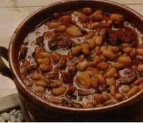 Deze soep aten wij voor het eerst tijdens een wintesportvakantie in Oostenrijk en we waren direct verkocht. Pittige witte bonen soep met soepgroenten, spek en...