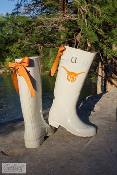 In honor of our hometown, Austin! NEW Longhorn monogram™ now available on our Etsy shop! Ivory rain boots with burnt orange bows and Longhorn monogram. Hook 'em horns! #gamedaygoslings #goslingrainboots