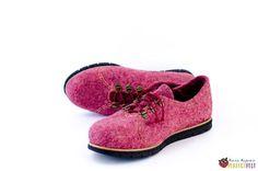 """Туфли из войлока """"Pinkberry"""" – купить в интернет-магазине на Ярмарке Мастеров с доставкой Felt Boots, Slippers, Footwear, Sneakers, Shoes, Sneaker, Sneaker, Zapatos, Shoe"""