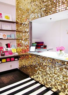 Make Your Room Sparkle with Glitter Walls....katie