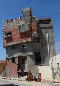 Fotos que mostram que a arquitetura brasileira é genial Engineering Disasters, Civil Engineering, Donkey Kong, Construction Fails, Hue, Real Estate Humor, You Had One Job, Slums, My Dream Home
