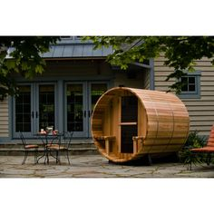 Saunas at resorts are great – but having a personal one in your own backyard is even better! This barrel-shaped wooden sauna by Almost Heaven Sauna Kits, Sauna Ideas, Indoor Sauna, Barrel Sauna, Traditional Saunas, Sauna Design, Steam Sauna, Steam Room, Patio Design