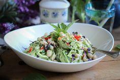 Raw & fresh: Gurkenpasta mit Avocado-Minzsoße und Cannellini