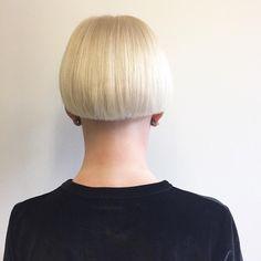 #estebanault #mushroomhaircut #mushroomhair #bowlhair #perfectblonde #blonde  #by @maudeedionne #haircut #hairdresser #hairstylist merci pour ta confiance @aue____ ✂️✂️✂️✂️✂️✂️✂️🖌🖌🖌✨👌🏽🦄💗#Velvet