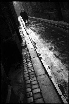 Paris 6ème - les amoureux de la rue de Nevers © Maurice Bonnel