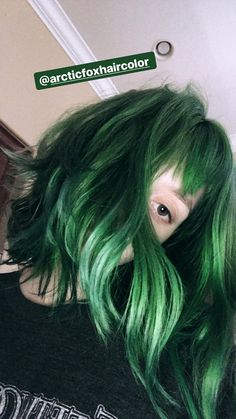By cabelo emo, short green hair, blue hair, dye my hair, Hair Inspo, Hair Inspiration, Short Green Hair, Short Grunge Hair, Grunge Look, Coloured Hair, Hair Color Blue, Dye My Hair, Rainbow Hair