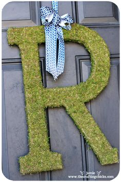 Moss letter tutorial from The Crafting Chicks - just wondering how to hang a V...