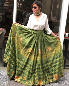 Stunning green lehenga skirt with a formal shirt for mehendi. Indian Fashion Dresses, Indian Gowns Dresses, Indian Designer Outfits, Skirt Fashion, Indian Skirt, Dress Indian Style, Kurti Designs Party Wear, Lehenga Designs, Stylish Dress Designs