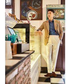 "es_bespoke - ""  Suit all by ES BESPOKE  Jacket:Holland&sherry 325gm 98% Super 160's worsted ,1% Cashmere,1%Silver Mink  Trousers:Caccioppoli 260/270gm  100% Extrafine wool Shirt:Thomas Mason Denin shirt  Braces:Albert Thurston  @hollandandsherrysavilerow  @caccioppoli1920  @thomasmason_official  @albertthurstonofficial  #esbespoke #bespoke #handmade #classic #men #suit #menswear #fashion #style #gentlemen #guangzhou #china  """
