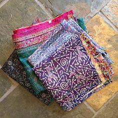#de smukkeste vintage silke tørklæder , et af hver #mundinginterieur #godthåbsvej #frederiksberg #unika #handmade #vintage #vintagedress #silke #tørklæde #farver #coller