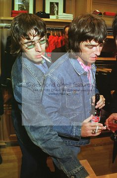 Oasis Brothers, Freeks And Geeks, Liam Gallagher Noel Gallagher, Oasis Band, Liam And Noel, Best Guitarist, Britpop, Tim Mcgraw, 90s Aesthetic