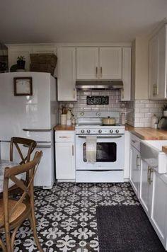 Trendy Kitchen Floor Tile With Oak Cabinets White Appliances Ideas Retro Kitchen Appliances, White Kitchen Cabinets, Kitchen White, Retro Kitchens, Oak Cabinets, White Appliances In Kitchen, Retro Fridge, Kitchen Country, French Kitchen
