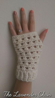 Lazy Daisy Fingerless Gloves free crochet pattern - The Lavender Chair