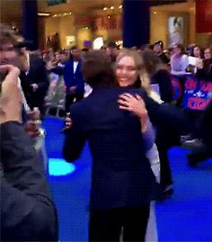 Tom Holland hugs Elizabeth Olsen at London premiere of Civil War <<< OMG THATS SO CUTE!!!!!!!!!