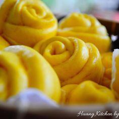 Steamed Pumpkin Flower Rolls