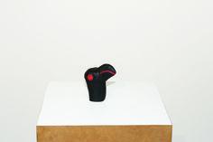 Cícero Alves dos Santos - Véio | O papagaio preto, 2014 | Tinta acrílica e madeira | 10 x 5,5 x 8,5 cm