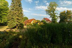 Park Laucha - Blick auf die Parkgaststätte Park, Vineyard, House Styles, Outdoor, Home Decor, Beer Garden, Playground, Water Pond, Photo Illustration