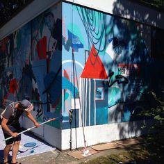 otto_baumKLUB7 @klub7_artistcollective is painting a new wall in Berlin. #mural #klub7 #berlin #diskorobot #ottobaum #kidcash #danidaphne #abstract #art #sommer