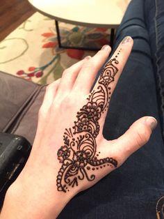 Henna finger design