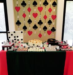 Casino party decorations ideas casino dos casino party theme casino theme c Fète Casino, Casino Cakes, Casino Royale, Casino Party Decorations, Casino Theme Parties, Party Themes, Birthday Parties, Vegas Birthday, 21st Party