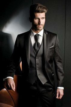 The 5 Basic Suits That You Must Absolutely Own If You Are A Professional Groom Tuxedo, Tuxedo For Men, Modern Tuxedo, Tuxedo Suit, Mode Masculine, Mens Fashion Suits, Mens Suits, Male Fashion, Style Gentleman