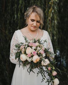 Ślubne reportaże Kraków małopolska | sesja plenerowa | inspiracje dla par Wedding Dresses, Fashion, Bride Dresses, Moda, Bridal Gowns, Fashion Styles, Weeding Dresses, Wedding Dressses, Bridal Dresses