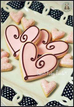 Find best ideas / inspiration for Valentine's day cookies. Get the best Heart shaped Sugar cookies for Valentine's day & royal icing decorating ideas here. Fancy Cookies, Iced Cookies, Cute Cookies, Royal Icing Cookies, Cookies Et Biscuits, Cupcake Cookies, Heart Cookies, Flower Cookies, Cookie Bouquet