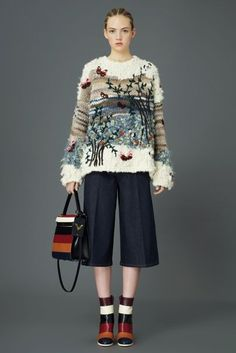 Valentino Pre-Fall 2015 Fashion Show Knitwear Fashion, Knit Fashion, Look Fashion, High Fashion, Fashion Show, Autumn Fashion, Fashion Trends, Chanel Fashion, Mode Outfits