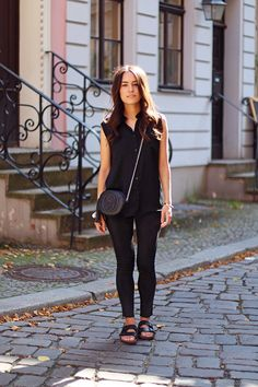 Outfit: All black. Birkenstock Outfit, Black Birkenstock, Shirtdress Outfit, Casual Work Attire, Casual Outfits, Fashion Outfits, All Black Outfit Casual, Women's Fashion, Spring Summer Fashion