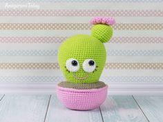Blooming Cactus Amigurumi - Free crochet pincushion pattern