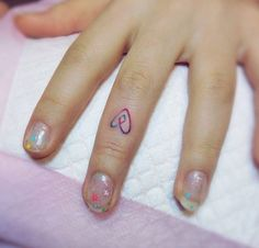 Heart Finger Tattoo by Yammy