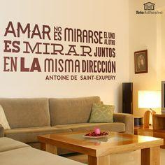 Amar no es mirarse el uno al otro, es mirar juntos en la misma dirección. Antoine de Saint-Exupery.