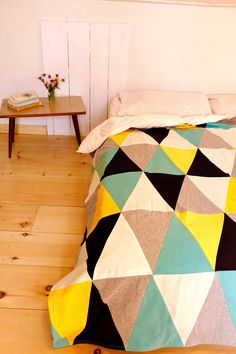 fichu chiffon quilt-blanket ; large triangles, scandinavian inspired design.  www.lacabaneatelier.com Photo credits: Marie Francis