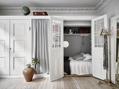 The Swedes certainly know how to do small spaces. Case in point: this small but stylish apartment, whose living room cupboard conceals a clever surprise. Apartment Design, Apartment Living, Apartment Therapy, One Room Apartment, Apartment Layout, Small Space Living, Small Spaces, Living Room Cupboards, Enclosed Bed