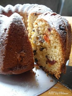 Bundt cake de arándanos, cerezas y nueces