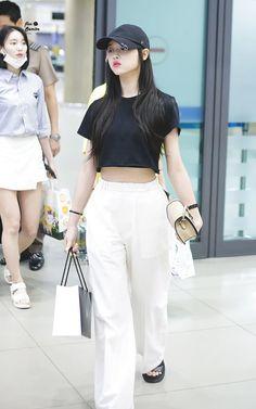 """트위터의 flos semita 🍒 님: """"180603 ICN 입국 #오마이걸 #OHMYGIRL #유아 #YooA… """" Korean Girl Fashion, Ulzzang Fashion, Korea Fashion, Asian Fashion, Boy Fashion, Airport Fashion Kpop, Kpop Fashion Outfits, Korean Outfits, Dance Outfits"""