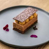 Étcsokoládés, kakaóbabos sóskaramell-szelet Mousse Cake, Food Photography, Pie, Pudding, Treats, Cookies, Desserts, Recipes, Opera