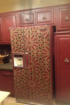 Just had to pin this. This refrigerator is painted and stenciled. Painted Fridge, Moroccan Kitchen, Cabinet Transformations, Country Kitchen Designs, Painting Cabinets, Upcycled Furniture, Dining Furniture, Diy Painting, New Kitchen