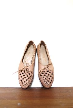 Vintage Oxford Flats / Woven Leather Flats / 70s Lace by Coldfish