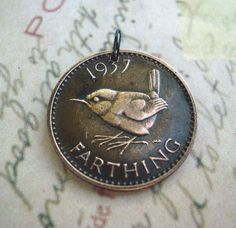 British wren immortalised on the old farthing Bird Jewelry, Coin Jewelry, Jewelry Shop, Vintage Jewelry, Jewelry Ideas, Jewellery, Christopher Wren, Copper Penny, Bird Necklace
