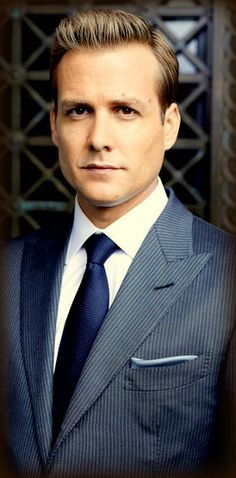 I love Harvey. -Suits (TV show) Gabriel Macht as Harvey Specter Gabriel Macht, Harvey Specter Anzüge, Trajes Harvey Specter, Harvey Specter Haircut, Suits Usa, Mens Suits, The Suits, Suits Harvey, Suits Tv Series