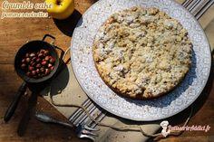 La dernière mode en pâtisserie est d'associer deux pâtisseries, au départ, bien différentes comme par exemple le Brookie qui est le mélange d'un brownie et d'un cookie. J'ai voulu par ce dessert porter ma modeste contribution en réalisant le mélange d'un cake et d'un crumble avec en plus des pommes caramélisées pour plus de moelleux et de gourmandise. je vous propose... #cake #crumble #noisettes