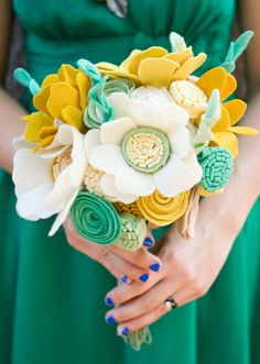 Gorgeous and hand-made felted wedding bouquets! A keepsake that won't wilt // Found @munclefredart on Etsy